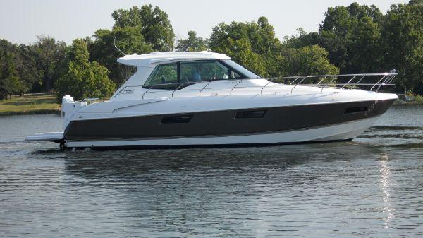 Cruisers Yachts 48 Cantius