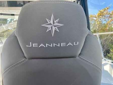 Jeanneau NC Weekender 895 image