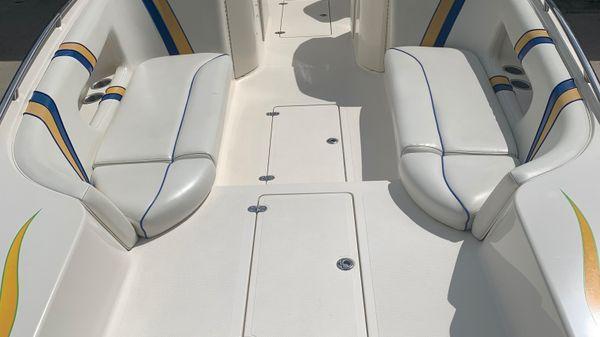 Magic 28 Deckboat