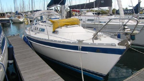 Hallberg-Rassy 31 Starboard Bow