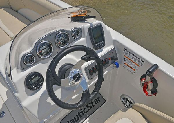 NauticStar 193SC Sport Deck image