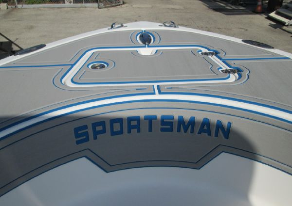 Sportsman Heritage 211 Center Console image