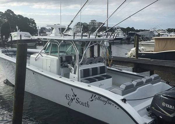 Yellowfin 42 CC image