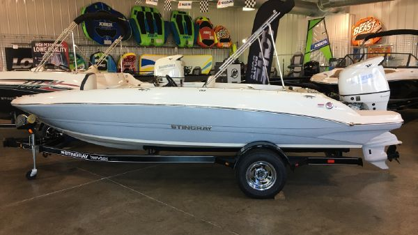 Stingray 182Sc Side Console SKI/FISH