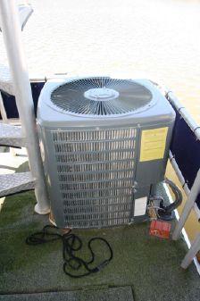Sumerset 72 Houseboat image