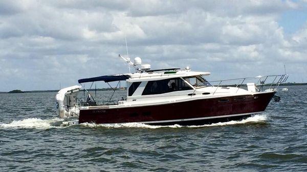 Cutwater C30s Luxury Edition Sedan