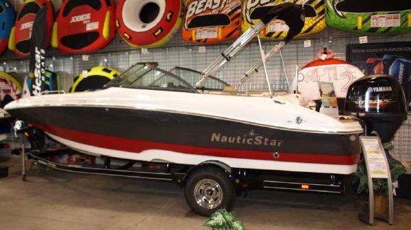 NauticStar 203DC Full W/S Deck Boat