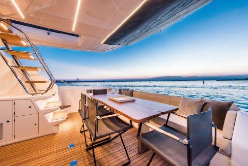 Ferretti Yachts 670 image