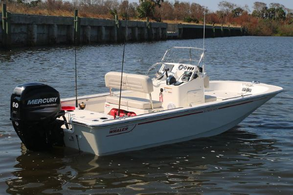 Boston Whaler 150 Montauk - main image