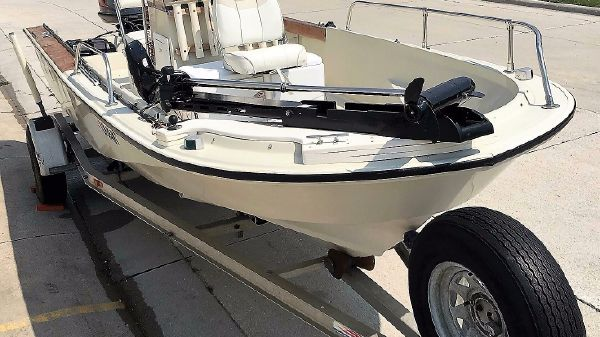 Boston Whaler Outrage 18
