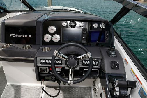 Formula 330 Crossover Bowrider I/O image