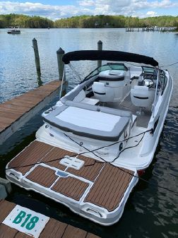 Sea Ray 220 Sundeck image