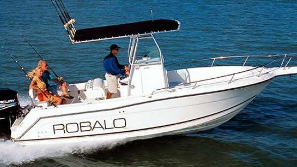 Robalo 2420 Center Console Manufacturer Provided Image