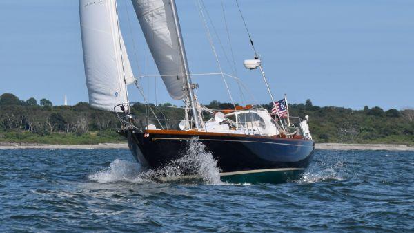 Hinckley 41 Under sail