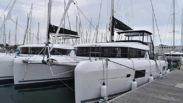 Lagoon 42 Owners Version