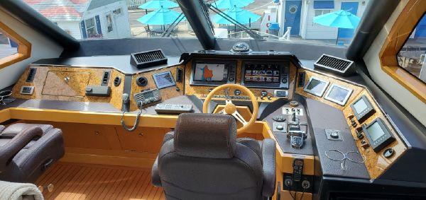 Marquis 720 Tri-Deck Enclosed Bridge image