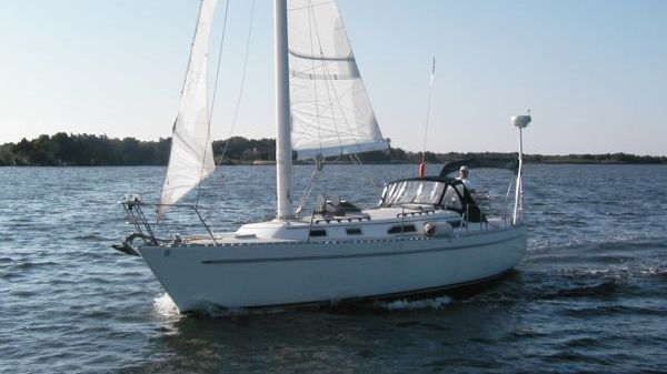 Freedom 36 Modern Cat Sloop