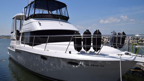 CARVER YACHTS 404 Cockpit Motor Yacht