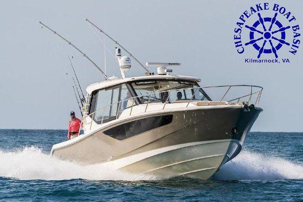 Boston Whaler 405 Conquest - main image