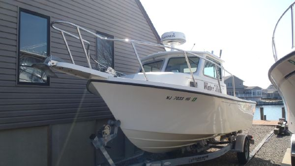 Used Parker 2120 Sport Cabin Power Boats For Sale - Cast Off