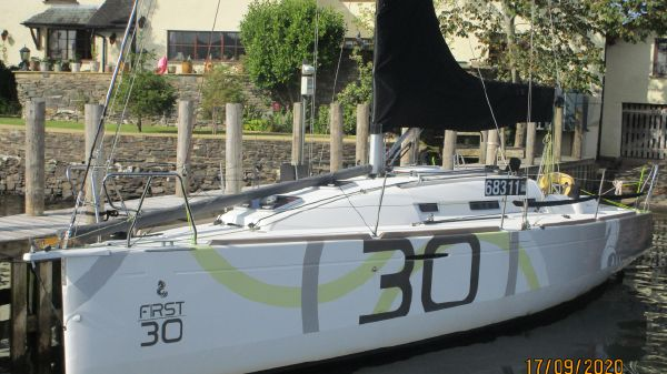 Beneteau First 30