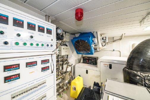 Azimut 95 Flybridge image