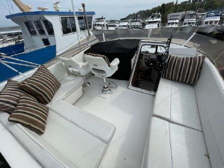 Bayliner 4550 Pilothouse with THRUSTER image