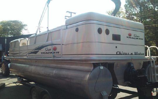 Sun Tracker Party Barge 22 I/O image