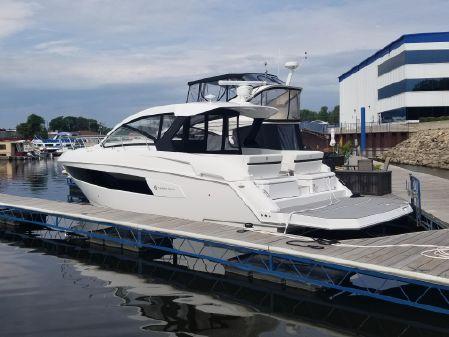 Cruisers Yachts 390EXPRESS image