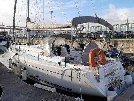 Dufour 40 Performance image