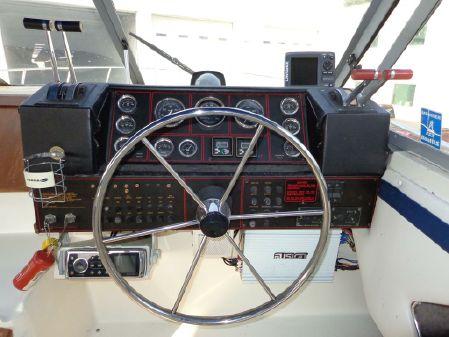 Bayliner 3250 Conquest image