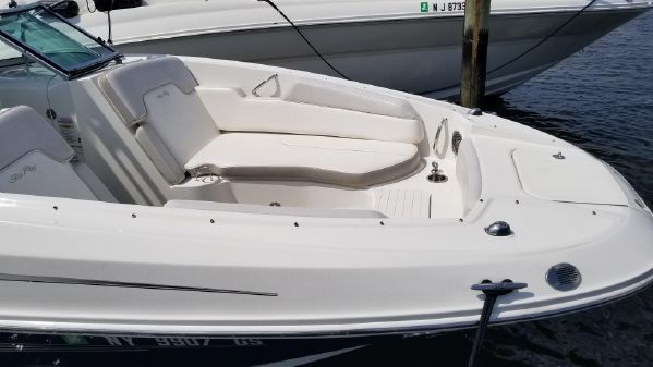 Sea Ray 300 Sundeck image