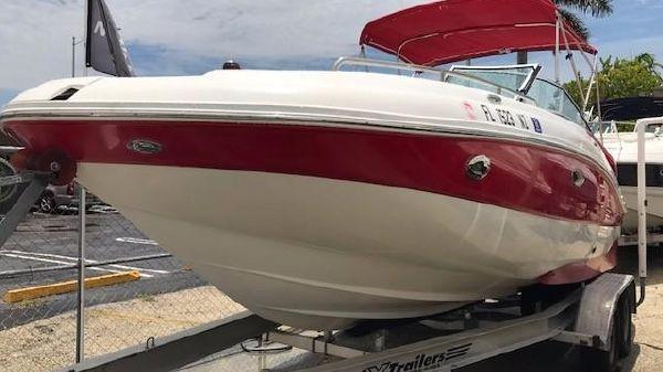 Rinker 228 Captiva Deck Boat