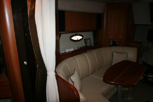 Cruisers Yachts 3672 Express image