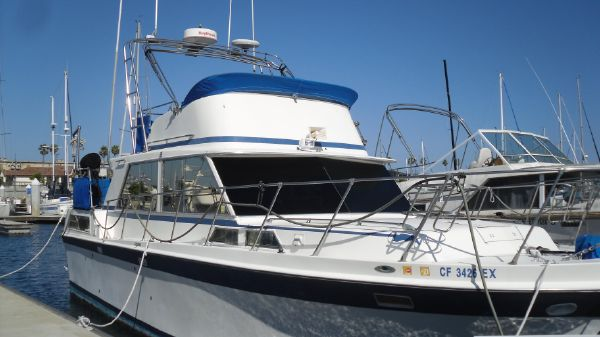 Uniflite Aft Cabin Motor-Flybridge