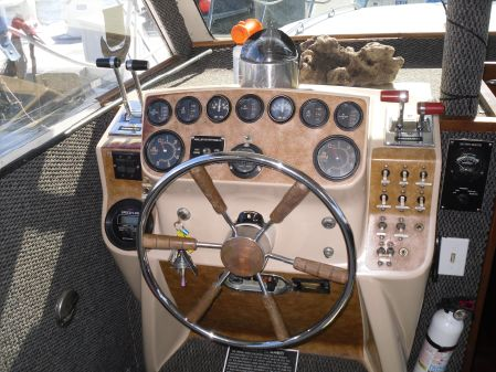 Uniflite Aft Cabin Motor-Flybridge image