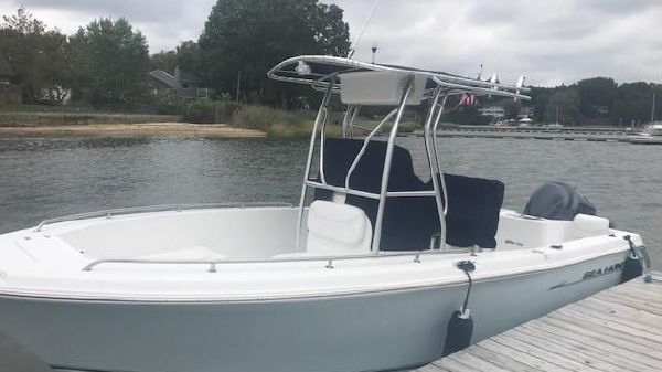 Sea Hunt 220 Triton