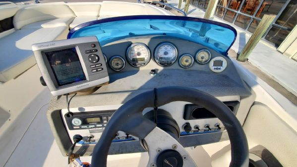 Bayliner 217 Outboard image