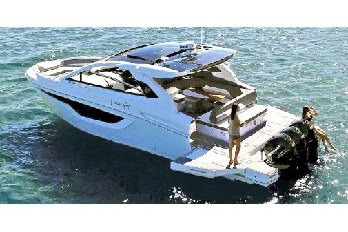Cruisers Yachts 42 GLS image