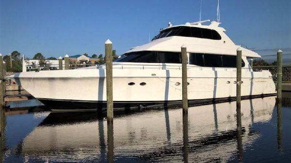 Lazzara Yachts Sky Lounge