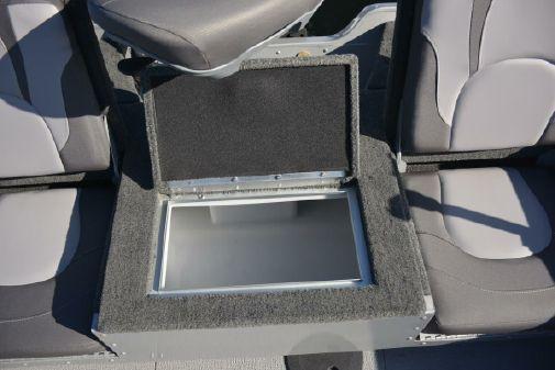 Smoker Craft Adventurer 188 DC image