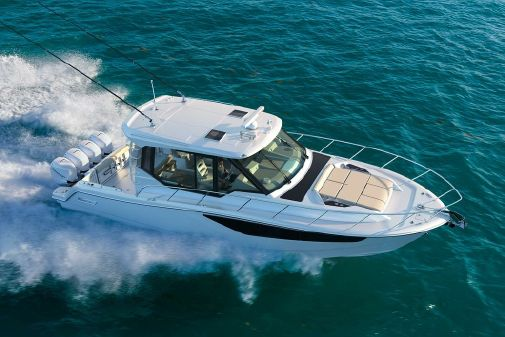 Boston Whaler 405 Conquest image