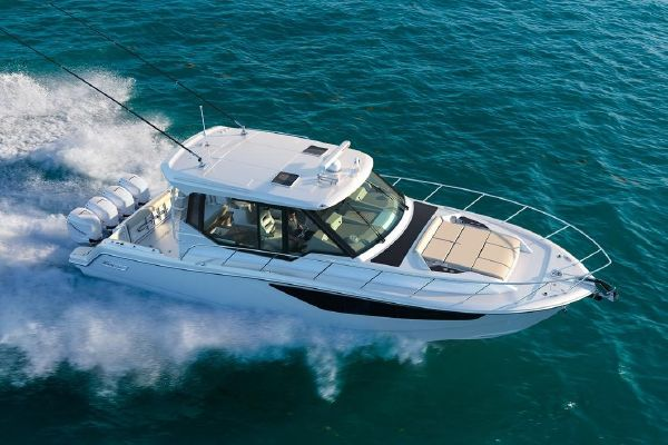 Boston Whaler 405 Conquest - main image