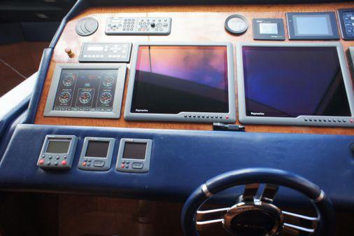 Azimut 85 image