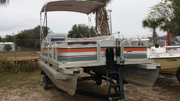 Tracker 20 Pontoon