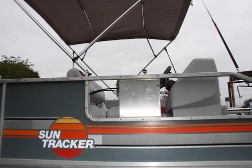 Tracker 20 Pontoon image