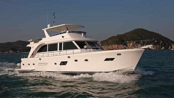 Hampton Motoryacht Bow Stbd