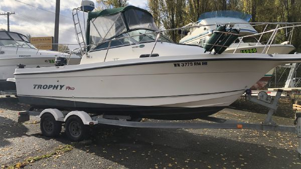Bayliner 2052 Trophy Pro Walk Around
