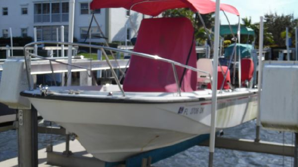 Boston Whaler 19 OUTRAGE On Lift Port Side