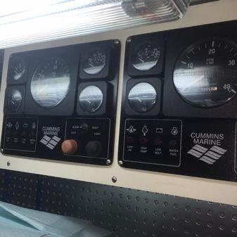 Novatec Fast Trawler Cockpit Motoryach image